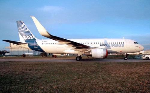 Airbus A320 с новыми закрылками Sharklets - фото