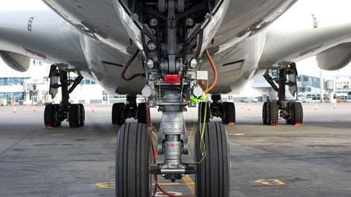 20-летний нелегал из Румынии совершил перелет в шасси самолета