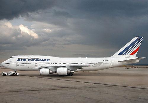 Экстренная посадка Boeing 747 компании Air France из-за угрозы терракта