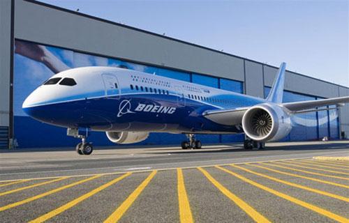 Новый лайнер Boeing 787 Dreamliner покажут в июле