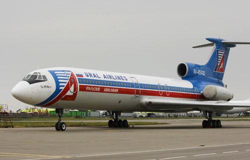 После посадки в Кольцово у самолета Ту-154 задымился двигатель