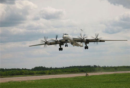 Бомбардировщик Ту-95 установил новый рекорд продолжительности полета