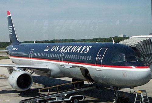 В самолете компании US Airways на головы пассажиров посыпались личинки червей