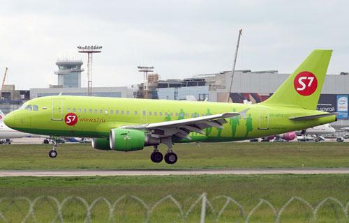 В Домодедово совершил вынужденную посадку Airbus A319 компании S-7