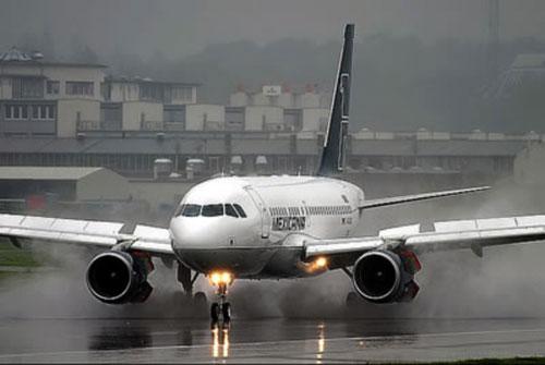 Мексиканская авиакомпания Mexicana объявила себя банкротом