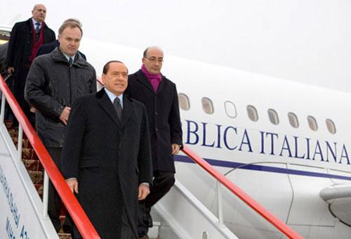 Самолет Сильвио Берлускони совершил вынужденную посадку