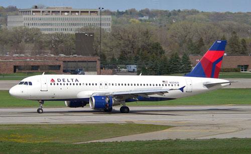 A320 Delta Airlines совершил вынужденную посадку из-за буйной пассажирки