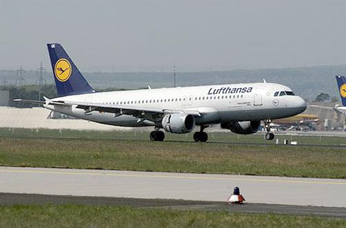 Пассажирский самолет компании Lufthansa вынужденно сел из-за трещины в стекле