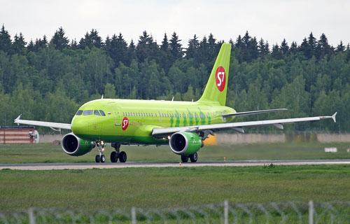 В Омске при взлете A319 компании S7 в оба двигателя попали птицы