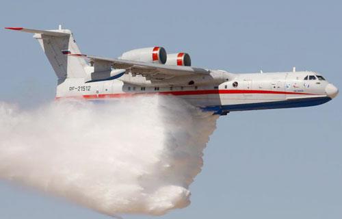 На урале самолет Бе-200 потушил пожар в коллективном саду