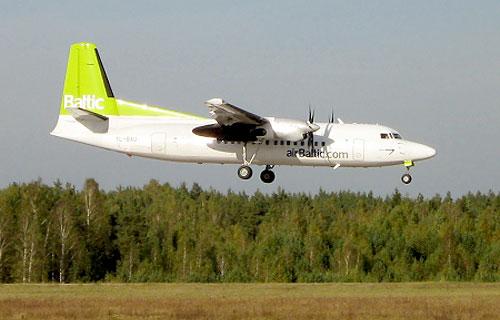 В аэропорту Таллина пассажирский самолет совершил посадку на одном двигателе