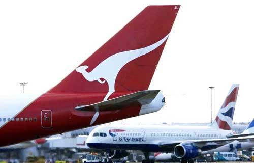 В Австралии пассажир устроил стриптиз на крыле самолета