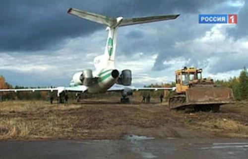 Севший в Ижме самолет Ту-154 готовят к взлету