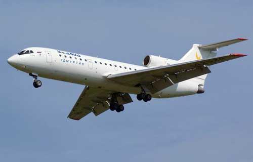 В Челябинске совершил вынужденную посадку пассажирский Як-42
