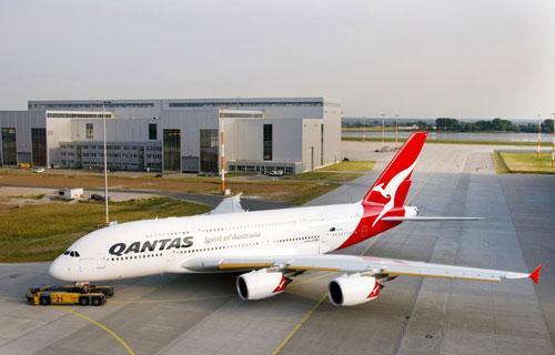 Airbus A380 компании Qantas совершил аварийную посадку в Сингапуре
