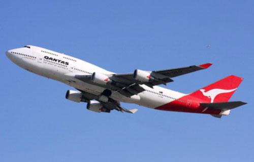 Boeing 747 австралийской компании Qantas совершил вынужденную посадку