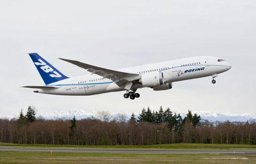 Boeing-787 задымился во время тестового полета