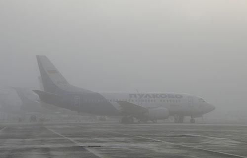 Самолет Нургалиева совершил вынужденую посадку из-за тумана