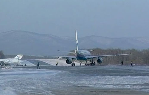 Аэропорт во Владивостоке не работает второй день