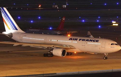 Air France отменяет рейсы в Москву и в Париж