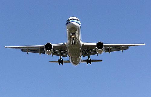 Boeing 757 в полете потерял крышку люка
