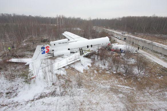 Фото развалившегося Ту-154 авиалиний Дагестана