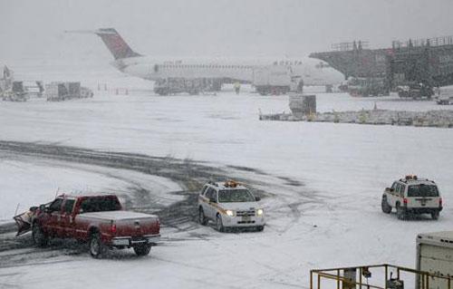 Из-за циклона на юге США отменены сотни рейсов