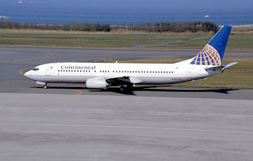 Боинг компании Continental Airlines аварийно сел в Вашингтоне