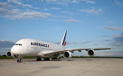 Airbus A380 задел другой самолет в аэропорту Нью-Йорка