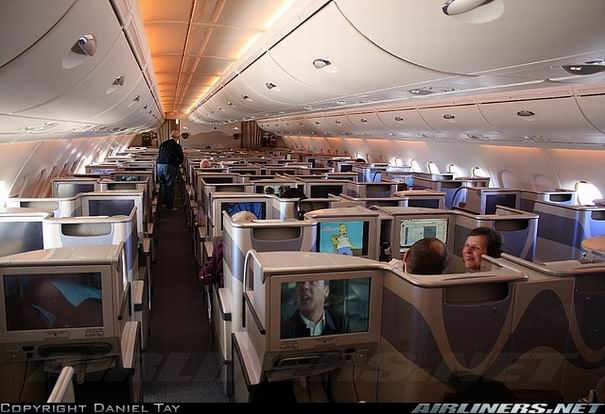 Салон самолета Airbus A380 компании Emirates