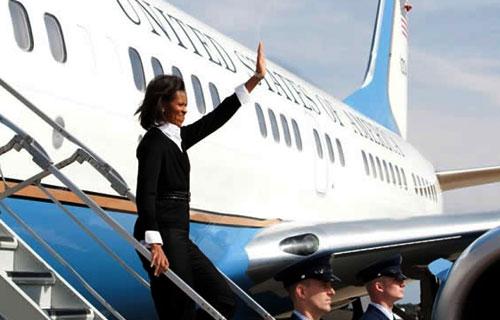 Самолет Мишель Обамы не сумел совершить посадку с первого раза
