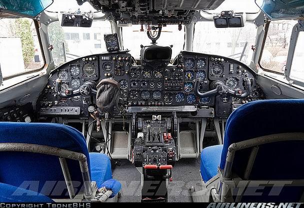 Кабина Ан-24 - фото