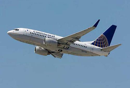 Боинг 737 вынуждено сел в Техасе из-за запаха химикатов в салоне