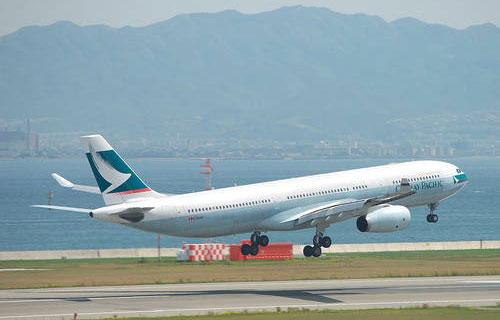 Airbis A330 Cathay Pacific совершил аварийную просадку в Сингапуре