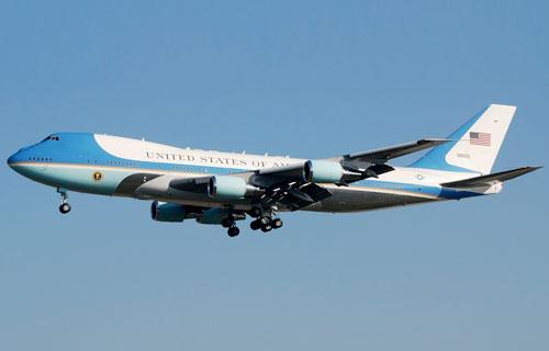 Boeing 747 Барака Обамы приземлился только со второго раза