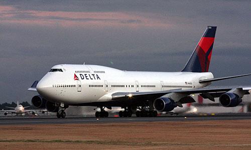 Пассажирский Boeing 747 вынужденно сел на военной базе в Тихом океане