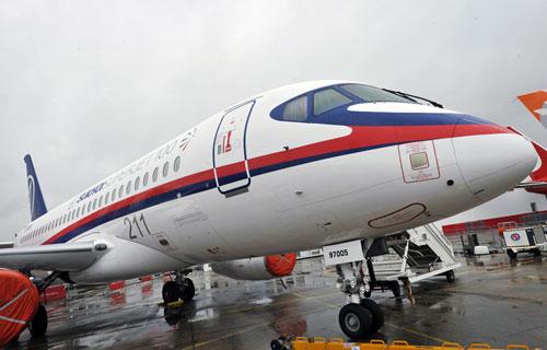 Sukhoi SuperJet 100 на авиасалоне в Ле Бурже
