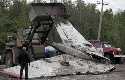 Обломки Ту-134 компании РусЭйр разбившегося под Петрозаводском