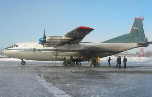 Транспортрный Ан-12 компании Авис-Амур