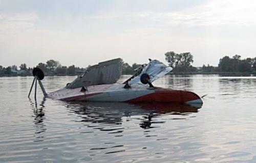 В республике Тува совершил жесткую посадку на воду самолет Ан-2
