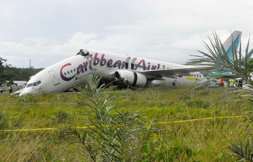 При посадке в Гайане Boeing 737 развалился на две части