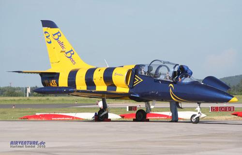 Самолет пилотажной группы Балтийские пчелы