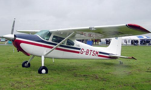 В США на авиашоу в Канзас–Сити разбился небольшой самолет