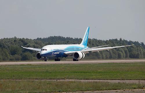 Boeing 787 Dreamliner прибыл в Жуковский для участия в МАКС-2011