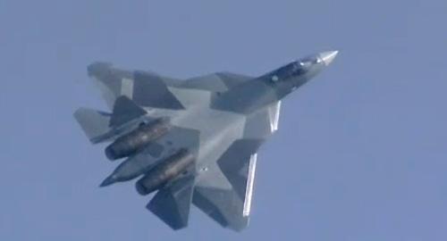 Истребители пятого поколения Т-50 совершили полеты на МАКС-2011
