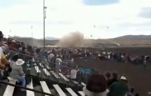 На авиашоу в США самолет P-51 Mustang рухнул в толпу зрителей