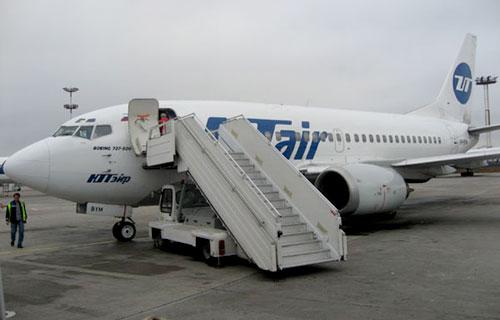 Boeing 737 UTair не смог вылететь из Томска из-за отказа гидросистемы