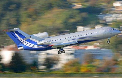 Взлет самолета Як-42