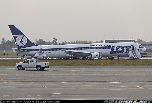 Посадка Боинг 767 на брюхо без шасси