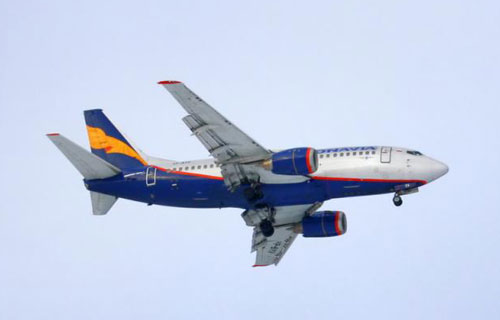 Boeing 737 Donavia совершил аварийную посадку в Ростове